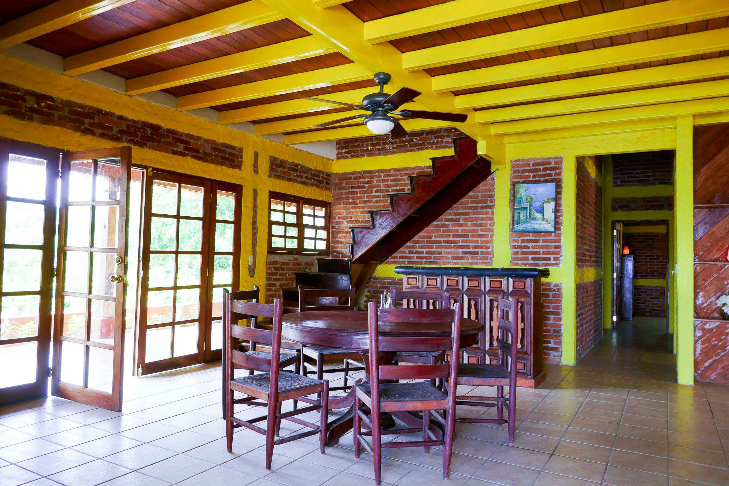 Casa Oro Group Casa-Ruth-San-Juan-del-Sur-Nicaragua-Living-Room-Retreat-Round-Table Casa Ruth